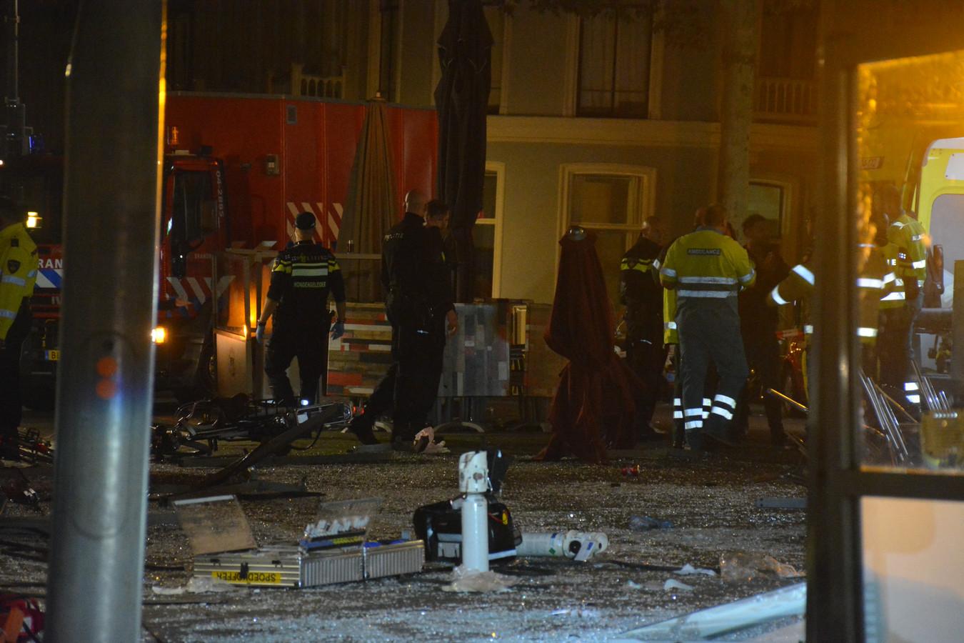 Veel schade na de aanrijding in Deventer van vanochtend.