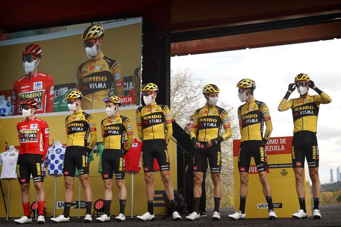 Team Jumbo-Visma, met Lennard Hofstede, tijdens de Ronde van Spanje. Het laatste kunststukje van het wielerseizoen.
