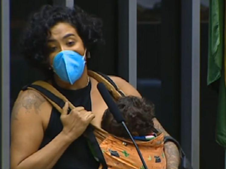 Une députée brésilienne allaite son bébé en plein discours