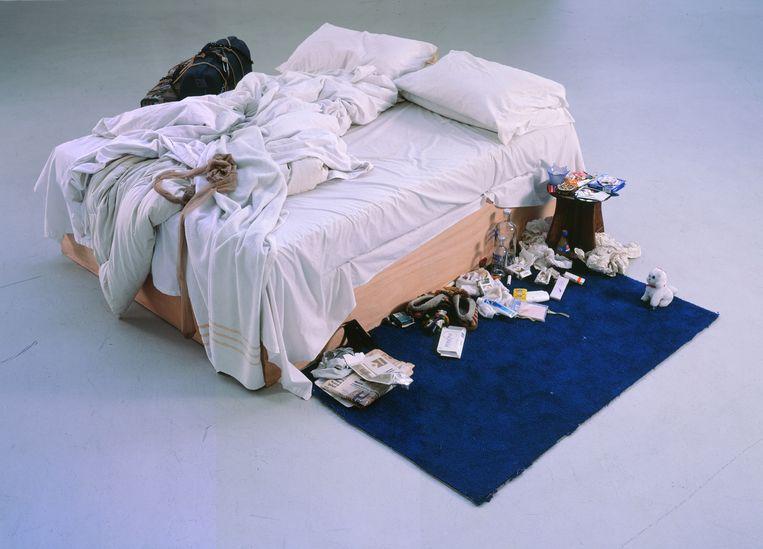 De installatie 'My Bed' (1998) leverde Emin een nominatie voor de Turner Prize op. 'Vorig jaar wilden ze er een komedie over maken.Schandalig dat mensen vinden dat zoiets grappig is.' Beeld Courtesy of Saatchi Gallery London