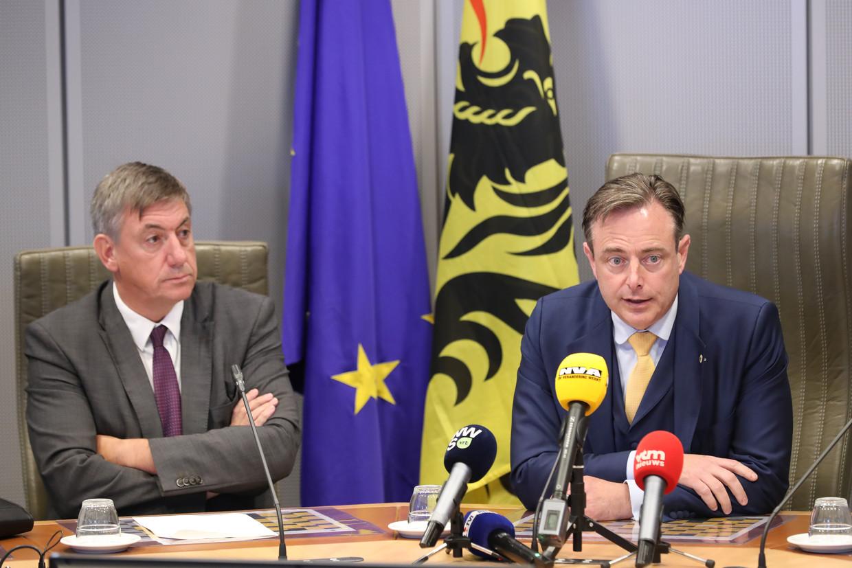 Jam Jambon en Bart De Wever (N-VA) gaven op een persconferentie meer uitleg omtrent de startnota, die als basis moet dienen voor een doorstart van Zweeds bis (N-VA, Open Vld en CD&V). Beeld