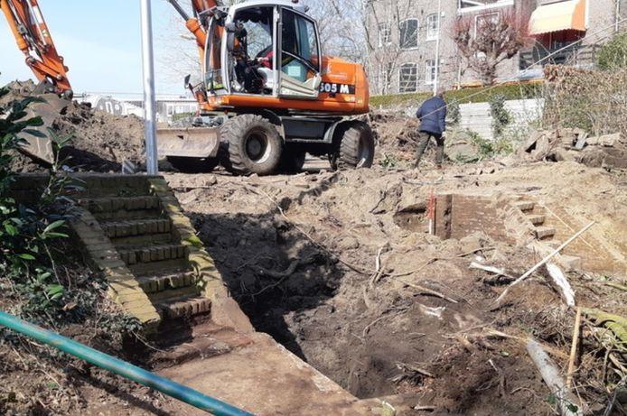 De resten van het sluisje, die inmiddels weer zijn afgedekt.