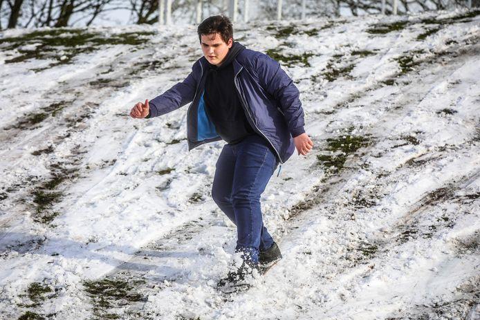 sneeuwpret Brugge: snowboarden op een skatebord zonder wielen