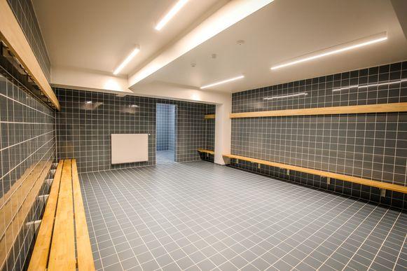 Vier spelers van dezelfde voetbalploeg werden bestolen in een kleedkamer (niet die op deze archieffoto) in het sportcomplex De Schelp, in Wevelgem.