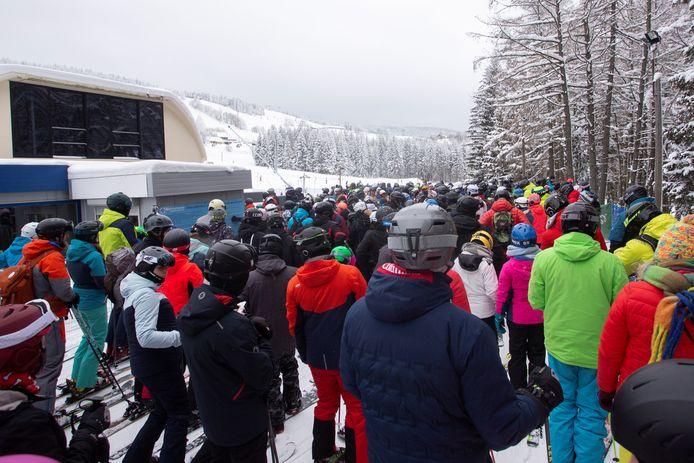 Ook in Zielenic was het zaterdag druk op de pas heropende pistes. (2/2)