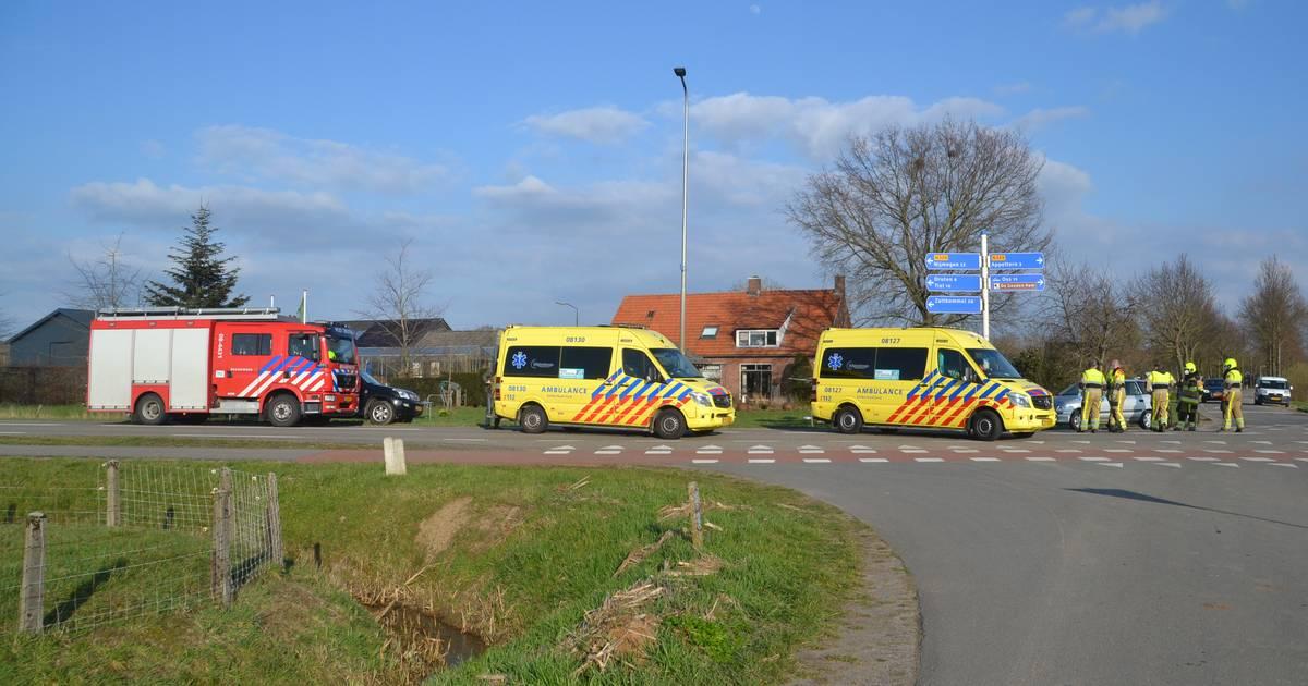 Fietsers gewond door botsing met auto in Horssen.