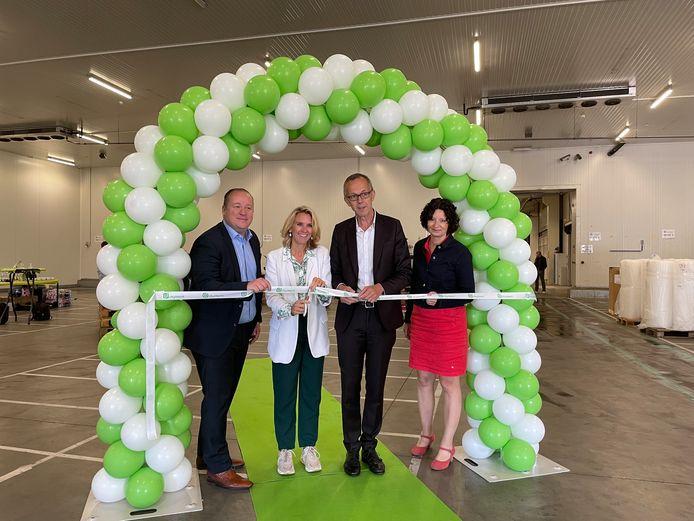 Vlnr.: Manager Kristof Gouvaerts en schepenen Sofie Bracke, Filip Watteeuw en Annelies Storms openen samen het nieuwe CityDepot.