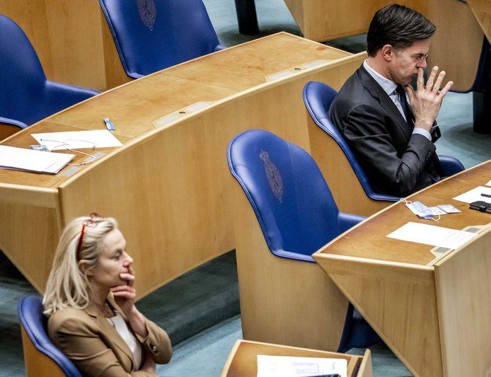 Sigrid Kaag (D66) en Mark Rutte (VVD) in de Tweede Kamer tijdens een debat over de mislukte formatieverkenning.