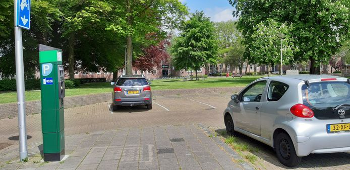 Als het aan Lokaal Hengelo ligt, wordt het parkeerterrein bij de Bataafse kamp blauwe zone: maximaal twee uur gratis parkeren.
