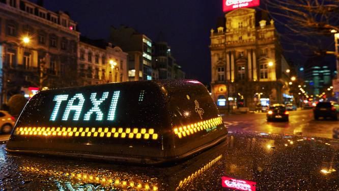 """Taxichauffeur met glas te veel op krijgt rijverbod: """"Ik kreeg onverwacht nog een klant"""""""