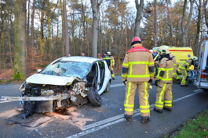 Een verkeersongeluk op de Ruurloseweg bij Vorden.