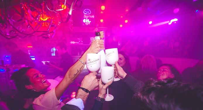 Je kan bij Jij & Ik bieden op de allerállereerste fles champagne