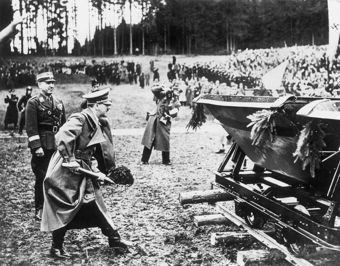 Adolf Hitler claimde de aanleg van de eerste Autobahn (foto). Reichskommissar Seyss-Inquart gaf opdracht tot de aanleg van rijksweg A12 ten noorden van Arnhem richting Duitsland.