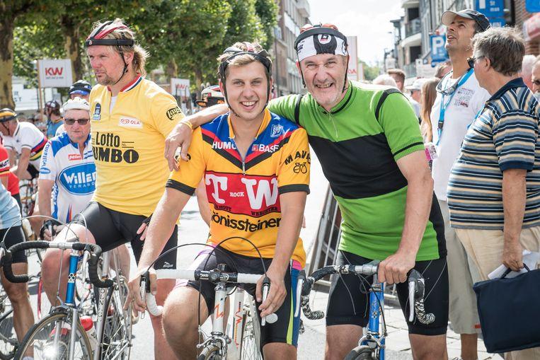 Wollen truitjes, worstenhelmen en fietsen uit de tijd van toen. Het hoort er allemaal bij tijdens het BK Rodenbach Retrokoers.