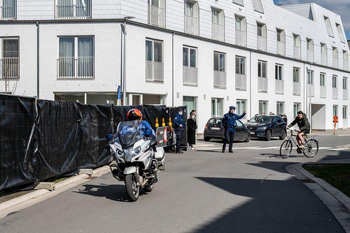 De Molenstraat werd vrijdag hermetisch afgesloten voor de reconstructie van de moord op Martine De Letter.