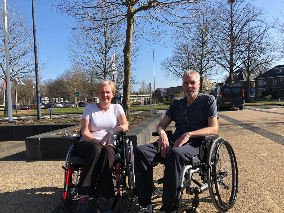 Wilma Kamphuis en Henk Werink hebben veel steun aan elkaar, nu ze door corona allebei revalideren bij het Roessingh.