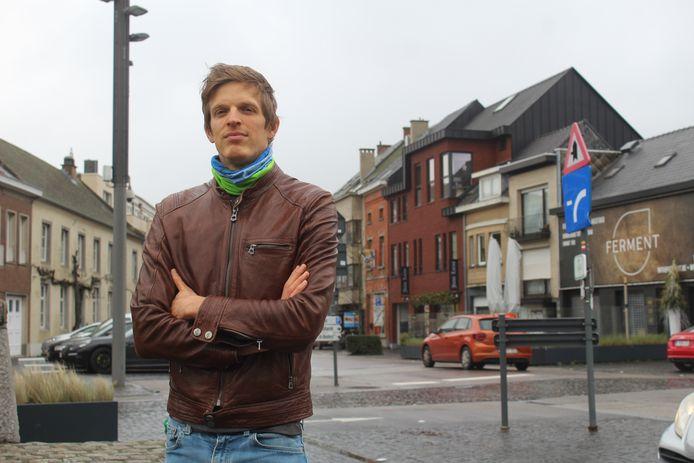 Schepen Hendrik Schoukens op de Markt na de voorstellen van de bouwshift (RUP).