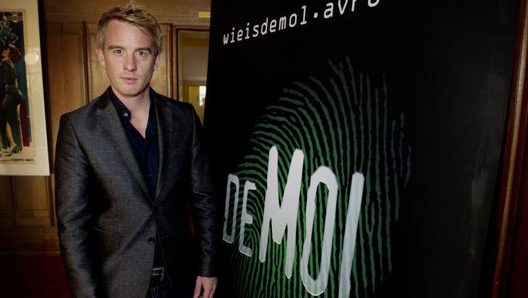 Presentator Art Rooijakkers tijdens de perspresentatie van Wie is de Mol? 2012. Beeld anp