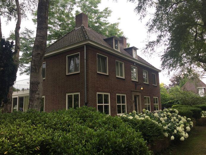 De gemeente Tilburg wil de voormalige burgemeesterswoning in Berkel-Enschot de monumentenstatus geven