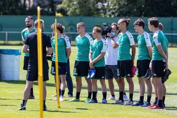 De spelers van Cercle trainden in drie aparte groepen.