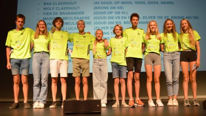 Izegemse Krekel Zwemmers huldigen hun kampioenen