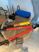 Bij het opruimen van de schuur vond de familie Zitman een gloednieuwe cirkelzaag en een takkenschaar.