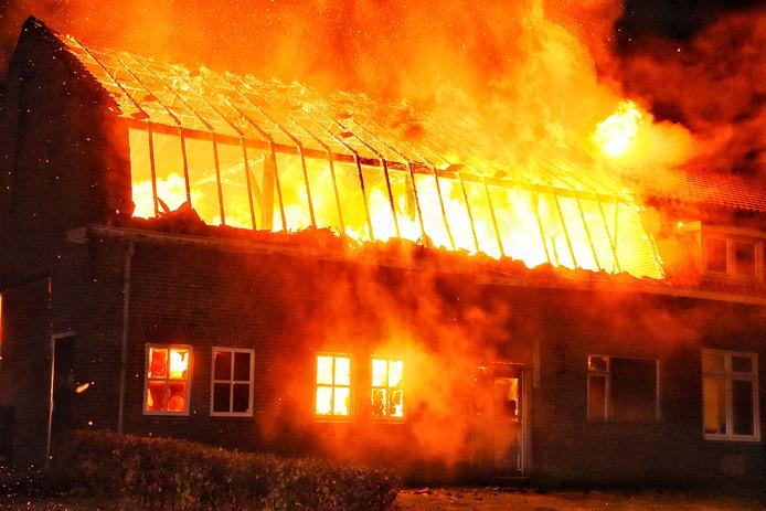 Brand verwoest woonhuis in Heukelom