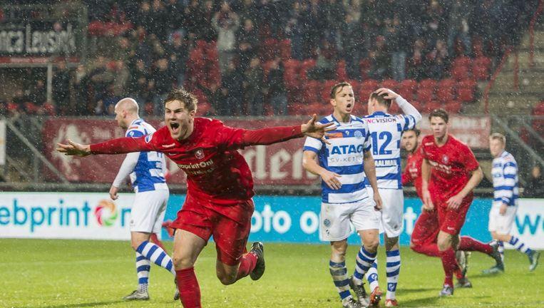 Joachim Andersen van Twente viert zijn doelpunt. Beeld photo_news