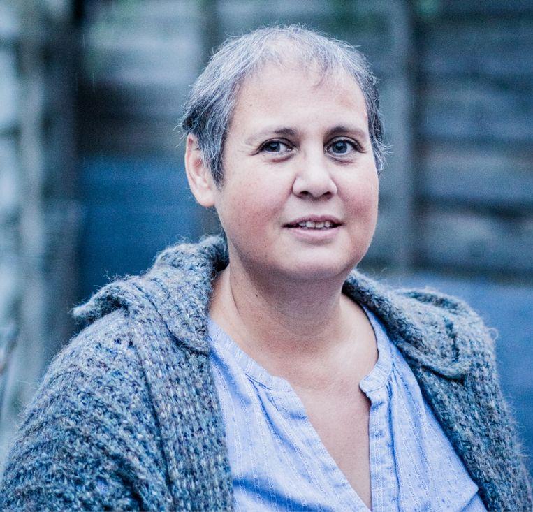 Caroline Mager: 'Het is vechten tegen de depressie. Als ik mijn hond niet had, weet ik niet wat er met me zou gebeuren.' Beeld Wouter Van Vaerenbergh