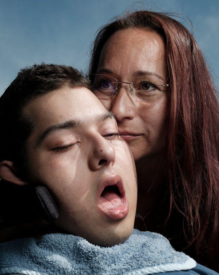 Diego met zijn moeder. Beeld Erik Smits