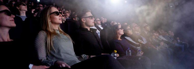 Riemen zijn niet nodig, maar pas wel op met de popcorn tijdens de 4D-film. Beeld RV Pathé