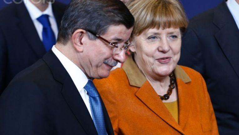 Angela Merkel en Turks premier Ahmet Davutoglu kwamen overeen dat de Turken weer vluchtelingen 'terugnemen'. Beeld RV