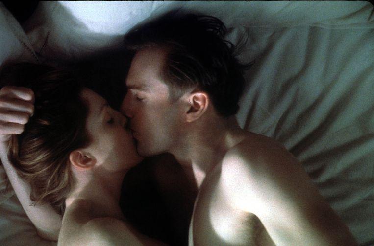 Julianne Moore en Ralph Fiennes in The End of the Affair.   Beeld KIPPA