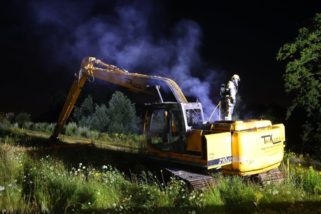 Van het bestuurdersgedeelte van de graafmachine in Rosmalen bleef niet veel over.