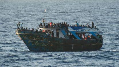 Tientallen geredde migranten klampten zich vast aan tonijnkooi in Middellandse Zee