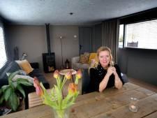 Storm Dennis rukte het dak van de woonark van Martine: 'Ik heb gered wat er te redden viel'