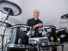 Zonder optredens voor The Heinoos heeft drummer Marco Mepschen eindelijk tijd om lesboek voor beginners (af) te maken