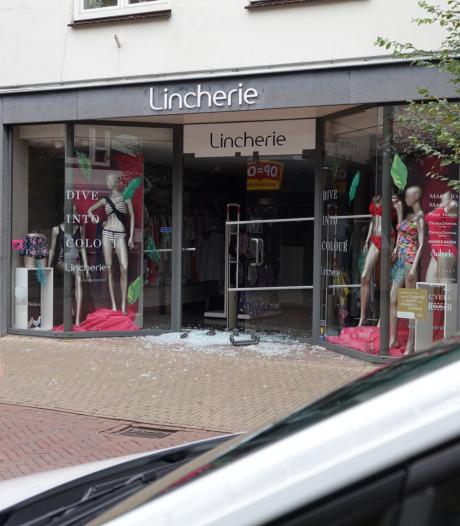 Inbraak bij lingeriezaak in Barneveld: deur vernield