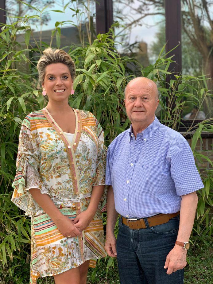 Janina en Maurice zijn blij met de verkoop van het stuk grond.