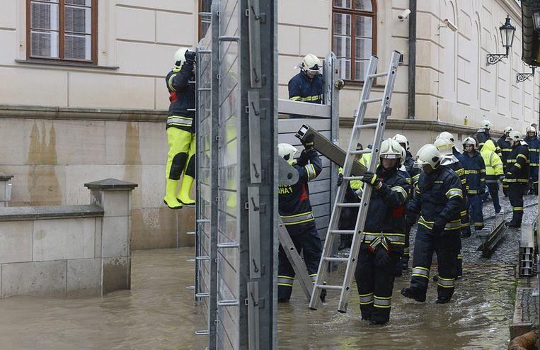 Brandweer in Praag. Beeld epa