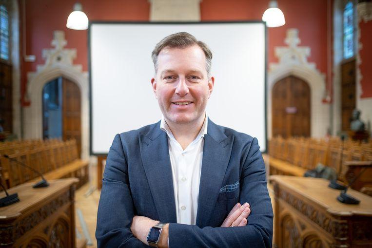 Burgemeester Alexander Vandersmissen in de raadzaal