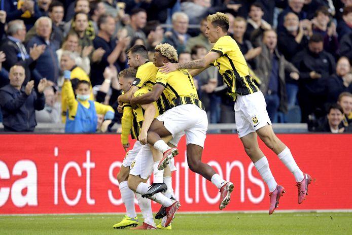 Spelers van Vitesse vieren de 2-0 tegen Anderlecht.