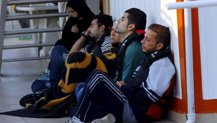 Migranten op een boot van de Turkse kustwacht na een mislukte poging om Griekenland te bereiken. Beeld reuters