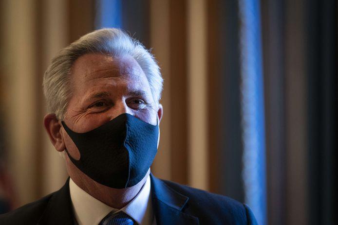 """De Republikeinse afgevaarde Kevin McCarthy  noemde de stemming tegen Greene """"een partijdige machtsgreep""""."""
