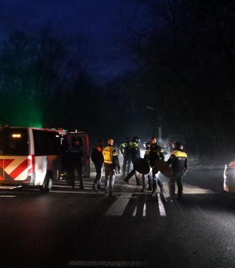 Politie maakt eind aan illegaal feestje met 70 bezoekers in Arnhem, vier agenten gewond