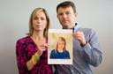 De ouders van Maddy McCann met een foto van hoe hun dochter er vijf jaar na de verdwijning uit zou hebben gezien.