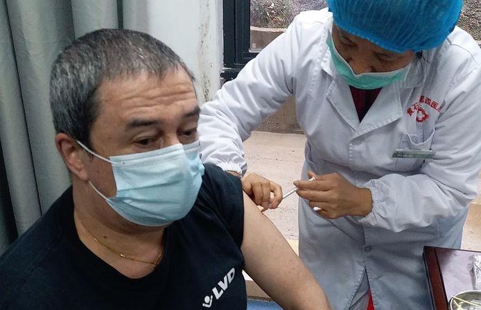 Philip Soubry kreeg recent zijn eerste prikje, in een kliniek in Huangshi in China