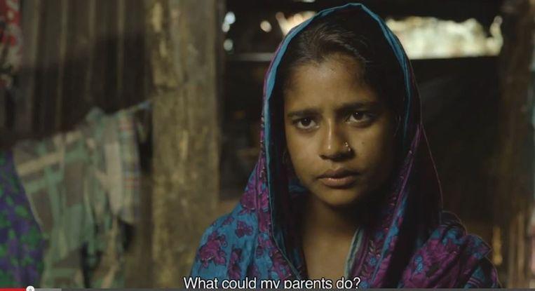 Sharmin is uitgehuwelijkt op haar veertiende. Ze heeft een baby van een jaar oud. Beeld screenshot