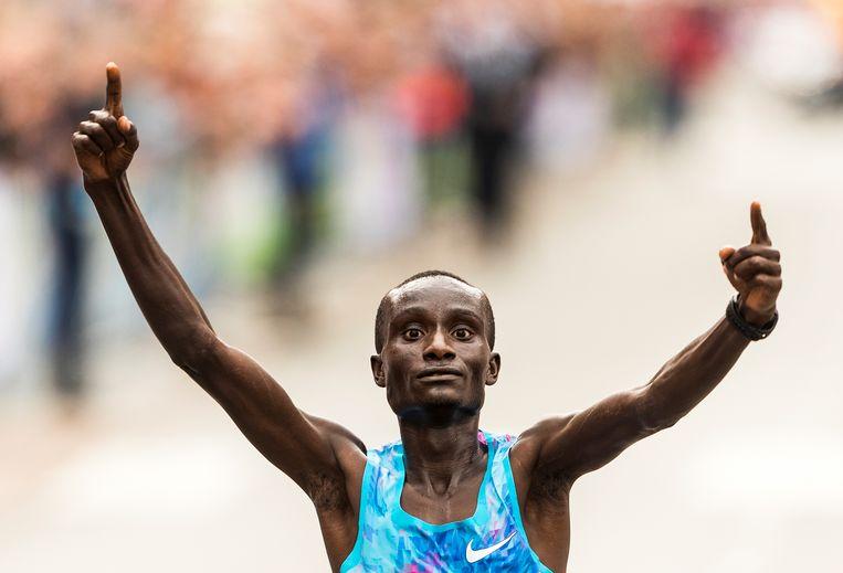 Kenneth Kipkemoi, winnaar van de marathon van Rotterdam Beeld null