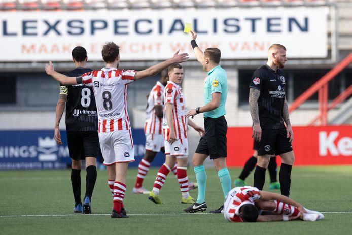 TOP Oss ging zaterdagmiddag op eigen veld onderuit tegen Almere City: 2-4.